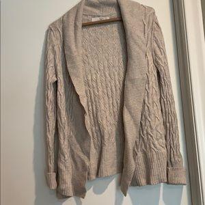 Cream loft cable knit sweater size M